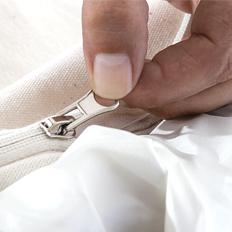 Después de introducir al difunto, sellar la cremallera con cinta adhesiva o pegamento (según modelo)